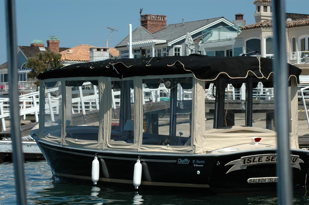 Duffy Electric Boat Rentals In Newport Beach California