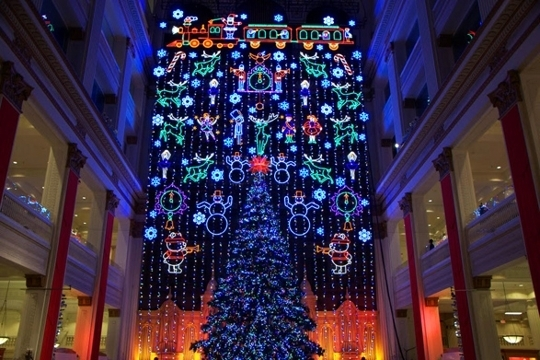 macy s holiday light show at macy s center city philadelphia in