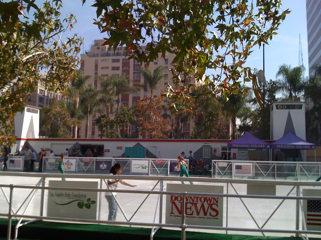 pershing square holiday ice skating rink in los angeles ca kid friendly activities trekaroo. Black Bedroom Furniture Sets. Home Design Ideas