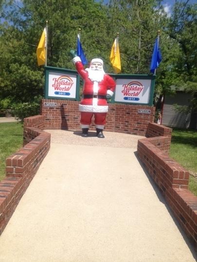 Holiday World Amp Splashin Safari Santa Claus In Kid
