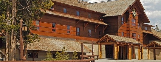 Kid friendly hotels near old faithful snow lodge cabins Yellowstone log cabin hotel
