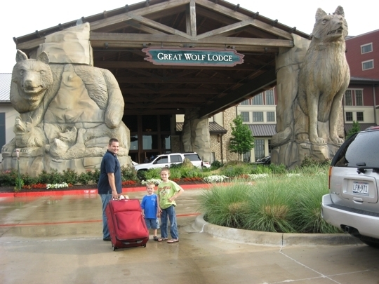For the best deal, start planning your family's getaway to Great Wolf Lodge's Grapevine indoor water park resort! Find the latest vacation package deals, discounts and special offers available at Great Wolf Lodge in Grapevine, TX.